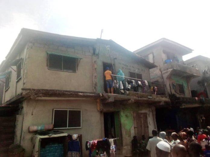 A partially collapsed building, from which LASEMA evacuated 77 occupants at No. 26, Afolabi Alafia Street, Gaskiya Road, Ijora Badia area of Lagos on Thursday, Sept. 10, 2020 (LASEMA/NAN photo)